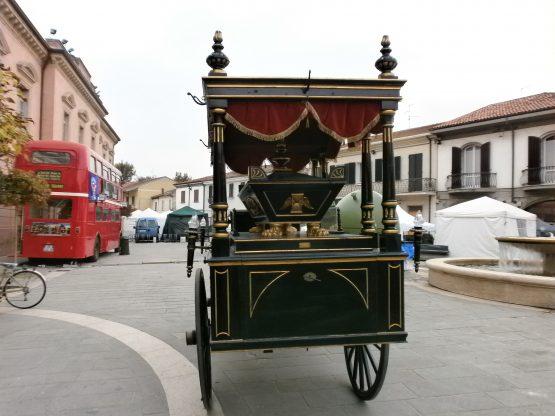 Carro funebre dell'800 trainato da cavalli